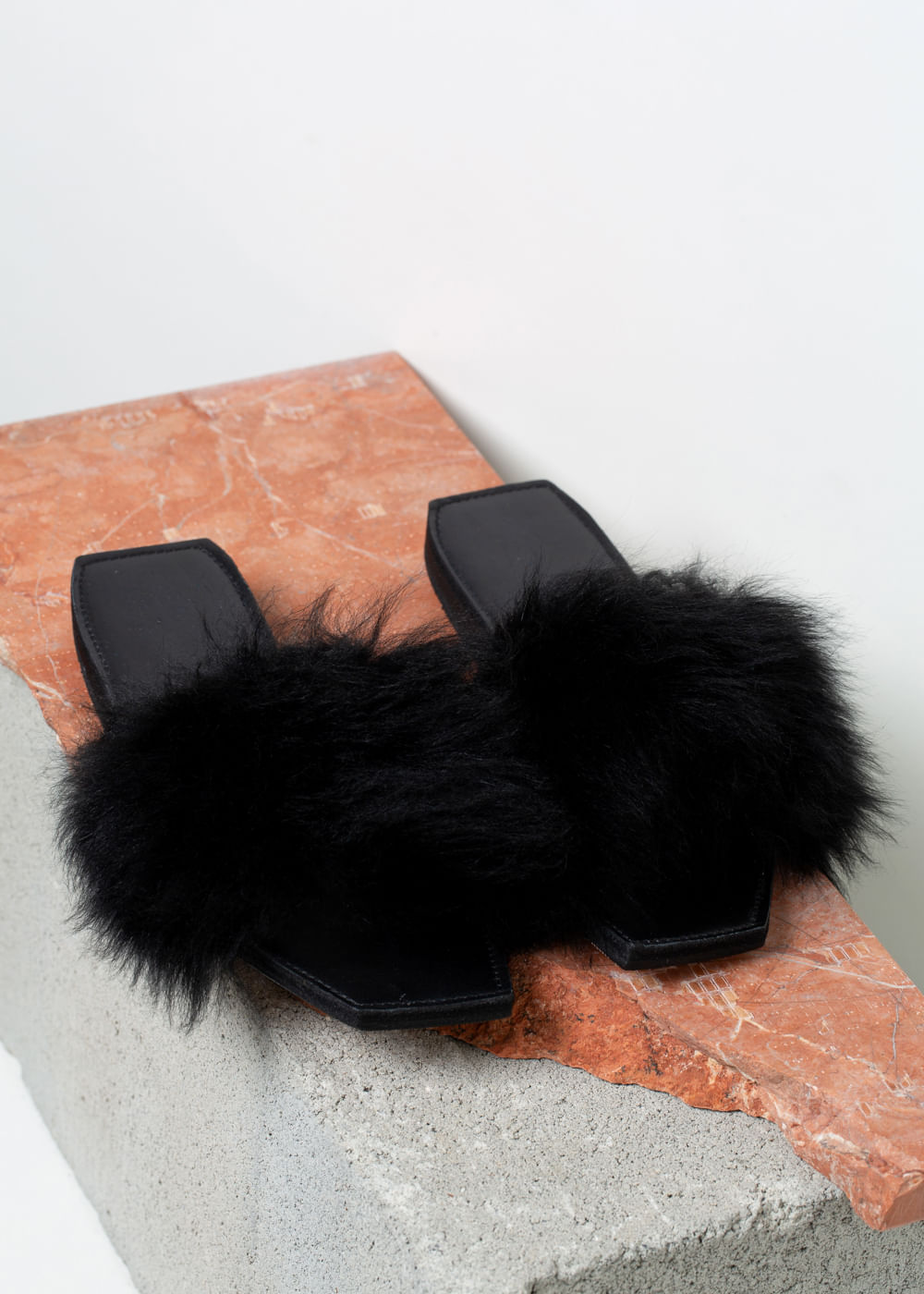 Flat Faux Fur Preta 6 Us