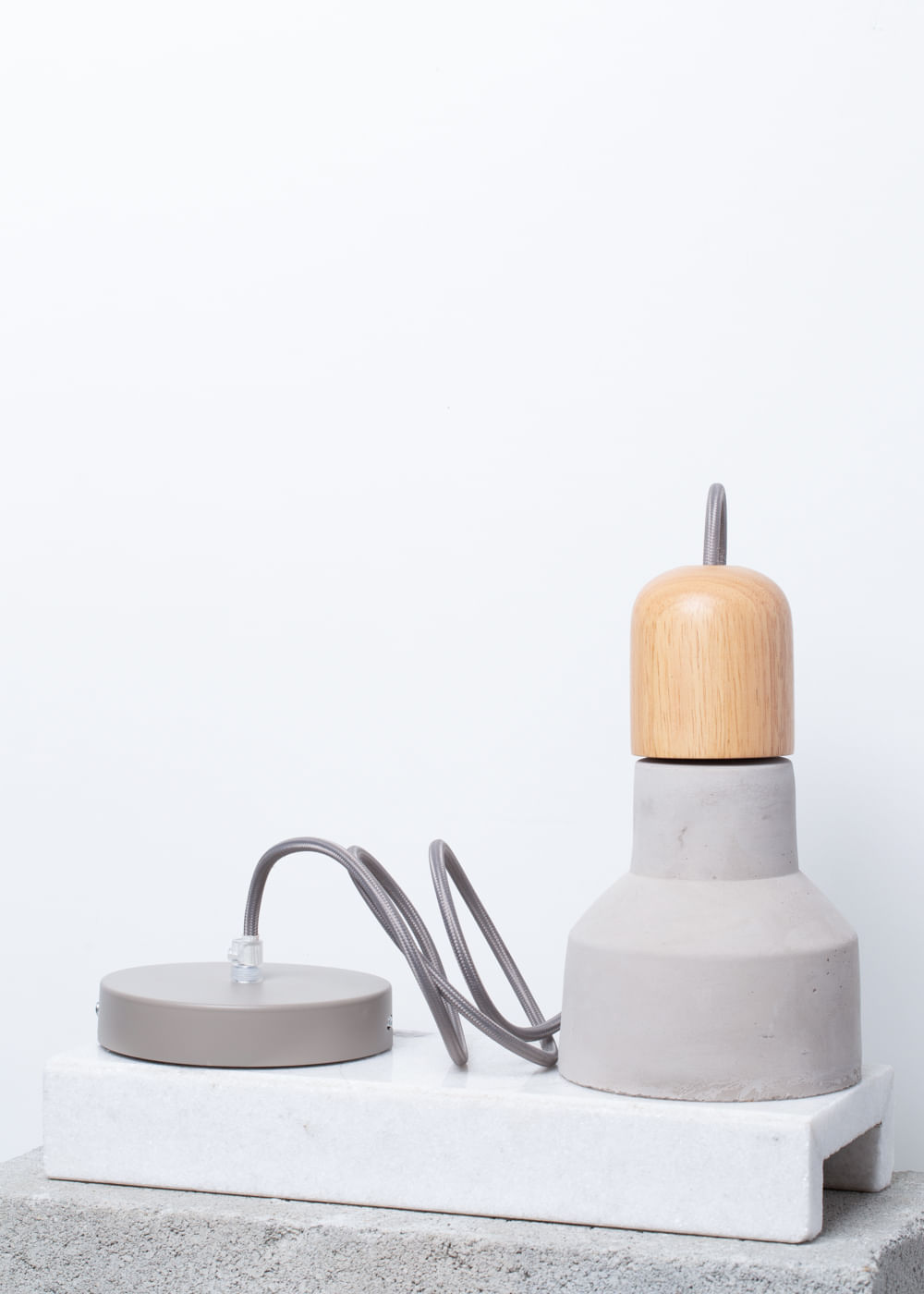 Luminária Suspensa De Concreto E Madeira Madeira U