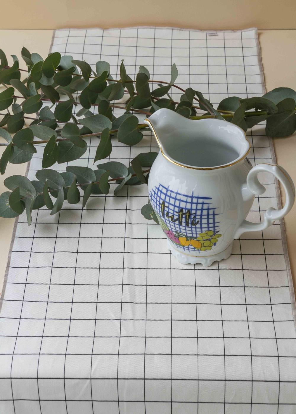 Caminho-de-mesa-grid-cinza